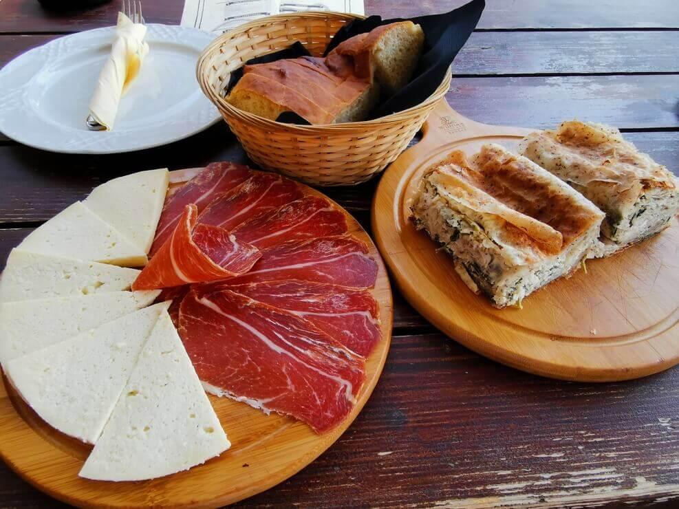 Montenegro Schinken und Käse