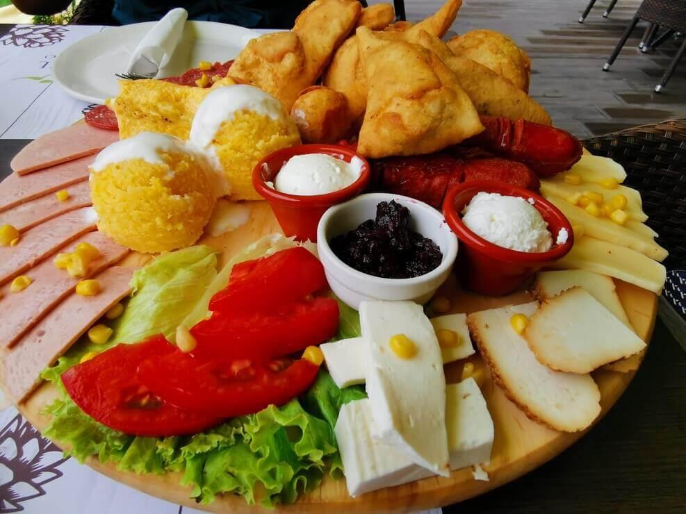 Frühstück im Pino Nature Hotel