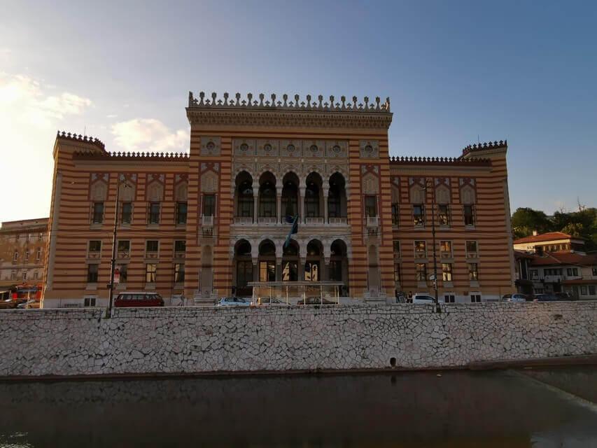 Das Rathaus von Sarajevo
