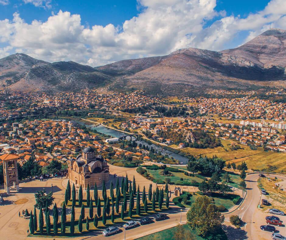 Die Stadt Tebinje in Bosnien ist ein wunderschöner Ort.
