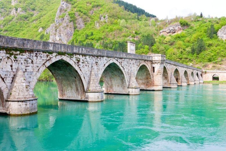 Die-Brücke-über-die-Drina-in-Visegrad