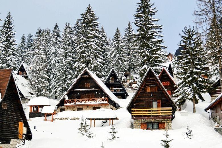 Berghütten im Vlašić Gebirge
